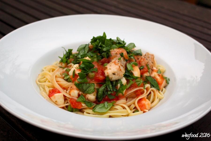 wesfood pasta mit huhn tomate mozzarella und erbsen. Black Bedroom Furniture Sets. Home Design Ideas