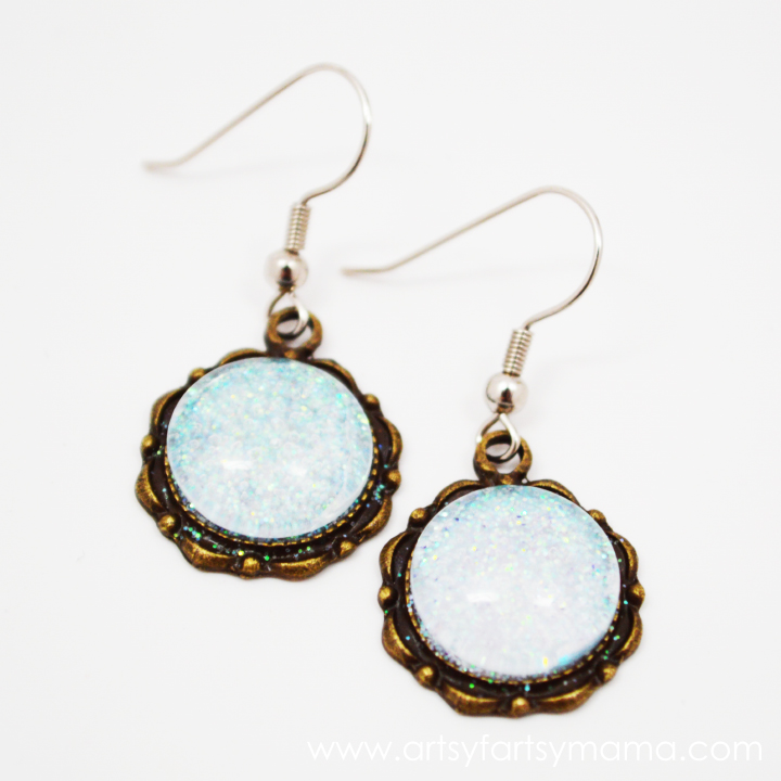DIY Glitter Earrings at artsyfartsymama.com #jewelry #earrings #glitter