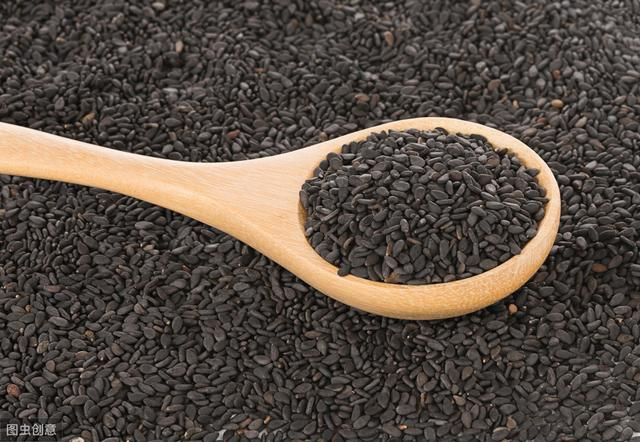 黑芝麻能補肝腎,生黑髮,每天一把黑芝麻身體會發生哪些變化?