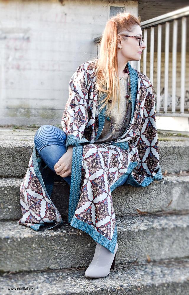 wie kombiniere ich einen langen Mantel im Pyjamastil