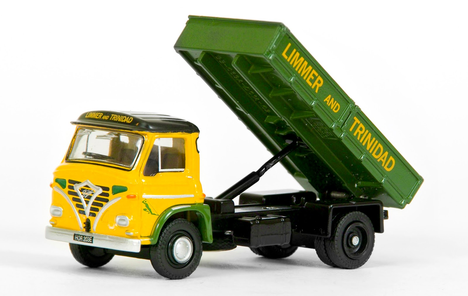 EFE 39001 - Foden S24 Short 2 Axle Tipper - Limmer & Trinidad The first in a new casting variation sees restored a Foden S24 fitted with our short 2 axle tipper body. Our model depicts the preserved HOR 203E, working in the livery of Limmer & Trinidad a long established London based company, supplying Tarmac for Britain's roads. RRP £32.50