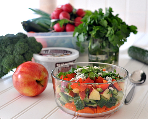 Quick 'n' Easy Raw Salad ♥ KitchenParade.com, just one daily 'healthy habit' that I hope will inspire yours, too. Weight Watchers Friendly.