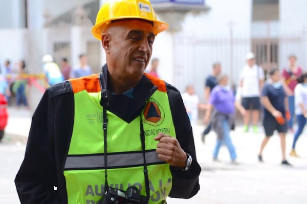 Captan a Pedro Torres, productor de Televisa y Big Brother, creando 'novela' de la tragedia