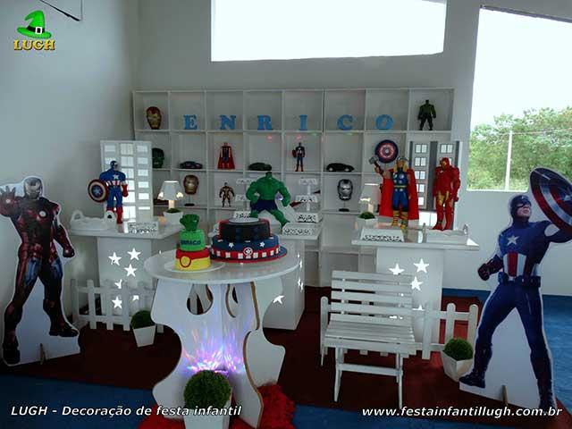 Decoração infantil Vingadores - mesa provençal com escaninhos