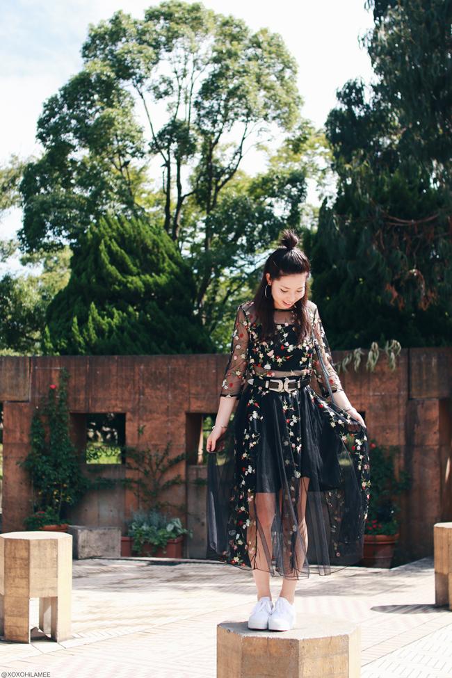 日本人ファッションブロガー、MizuhoK、今日のコーデ、Sheinブラックシースルー刺繍ワンピース、Yoinsダブルバックルベルト、Light in the boxショルダーバッグ、ローリーズファーム ホワイトスニーカー、フープイヤリング、フェミニンカジュアルコーデ