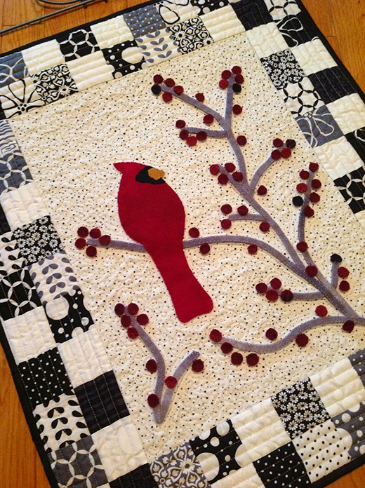 Redbird and Berries Mini Quilt Free Pattern