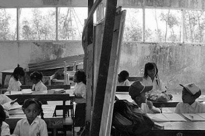Bayangkan, berapa ratus sekolah yang dibangun dari tunjangan profesi itu