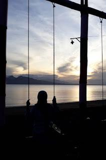 Menunggu Sunset di Syariah Beach Pusan, Banyuwangi