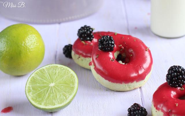 Erst sammeln, dann backen: Leckere Brombeer-Limetten-Donuts