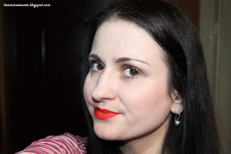szminka Avon Perfectly Matte Coral Fever