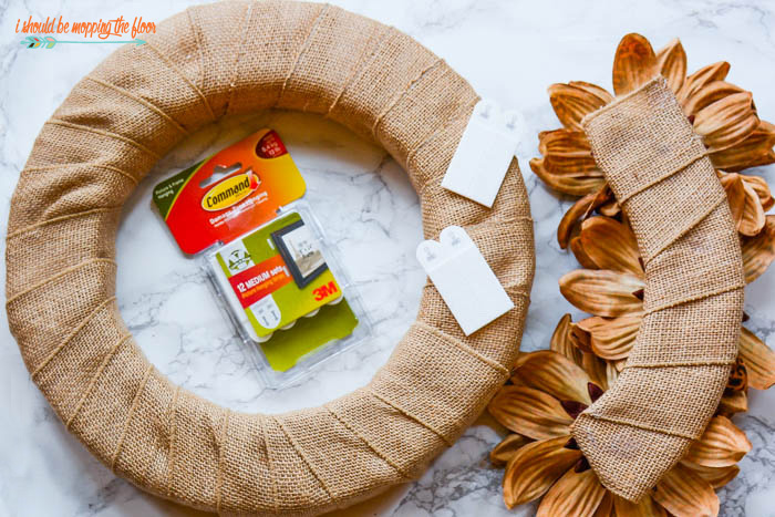 DIY Interchangeable Wreath | This wreath can be changed every season with simple pieces. Complete photo tutorial explains exactly how it works.