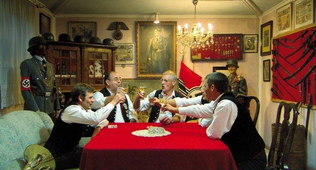 """Każdy ma swoją piwnicę – recenzja filmu """"W piwnicy"""" (2014) reż. Ulrich Seidl"""