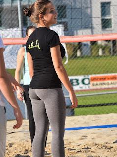chicas-sexys-jugando-voleibol