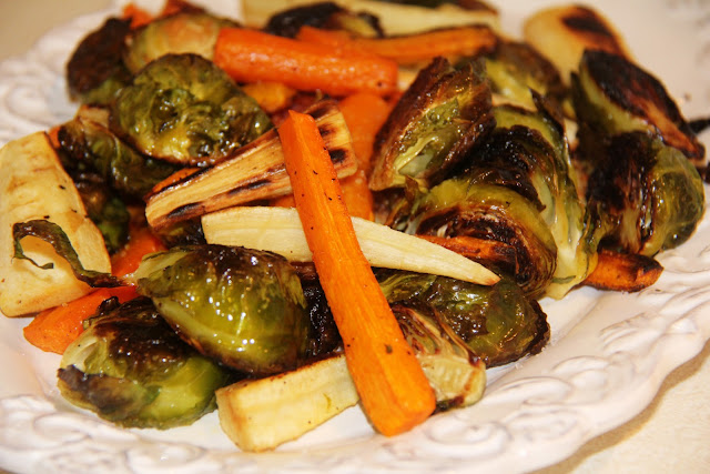 http://3.bp.blogspot.com/-jMFe387uIwY/Tns60z4ITwI/AAAAAAAABLA/qIiRH8WnWRc/s1600/Roasted-Brussel-Sprouts-Carrots-and-Parsnips-Recipe.jpg