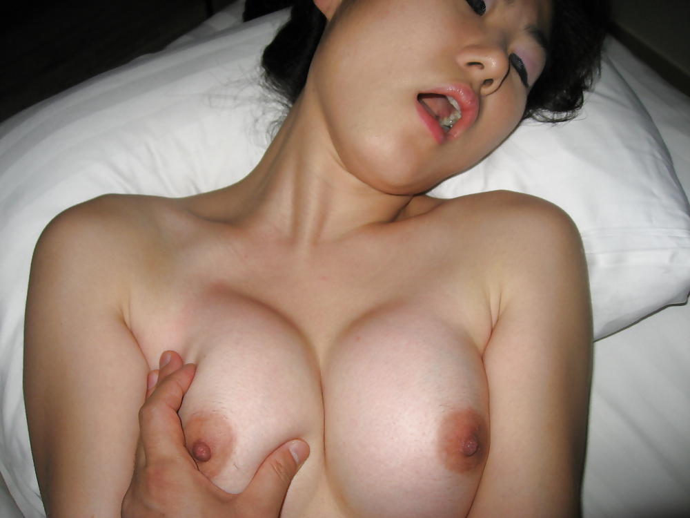 18 year old horny nerdy girl fingering on bed 5