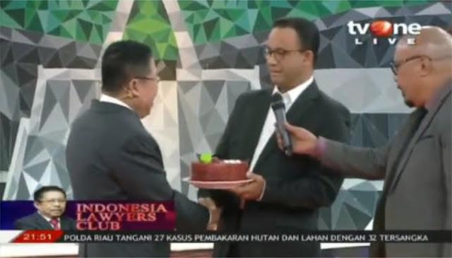 Anies Baswedan Kejutkan Presiden ILC, Tiba-tiba Datang Bawa Kue Ultah