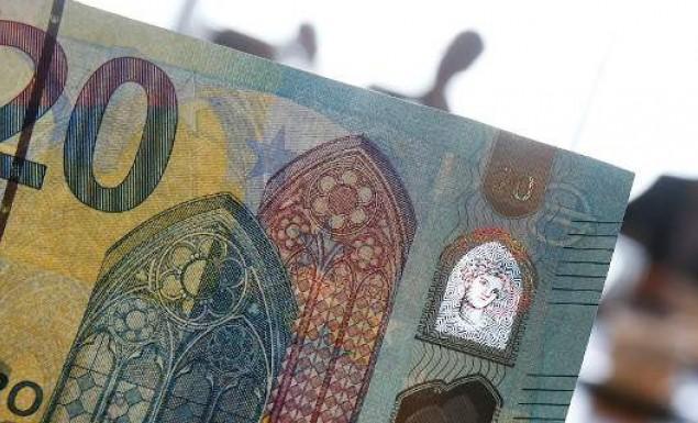 Οι Ελληνες γυρίζουν την πλάτη στο ευρώ