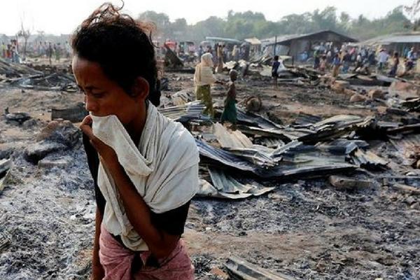 Percobaan Pengusiran Warga Rohingya Oleh Aparat Militer ini Bikin Hati Menangis
