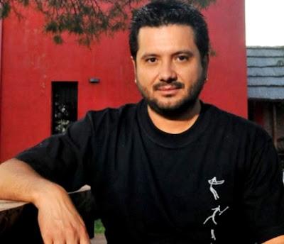 Foto de Jorge Rojas con polo negro