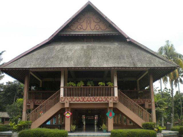 Rumah adat Bolang Mongondow