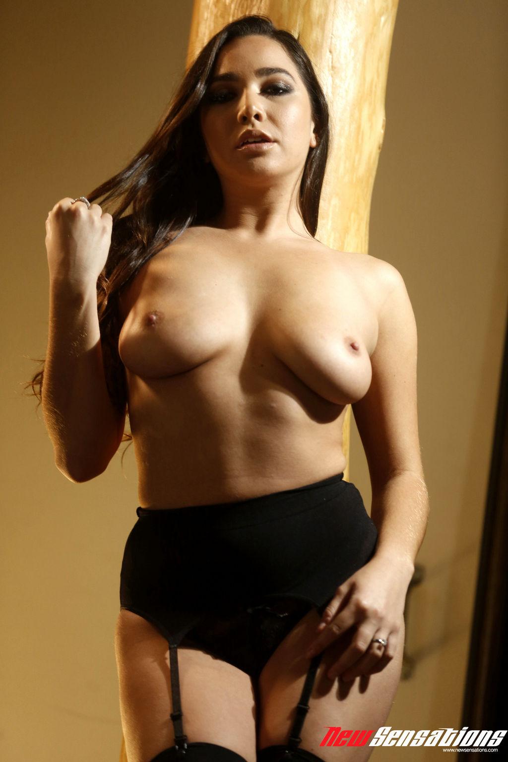 bokep BDSM cewek latina semok toket gede karlee grey diikat dan dipaksa ngentot,cewek semok memekai lingerie