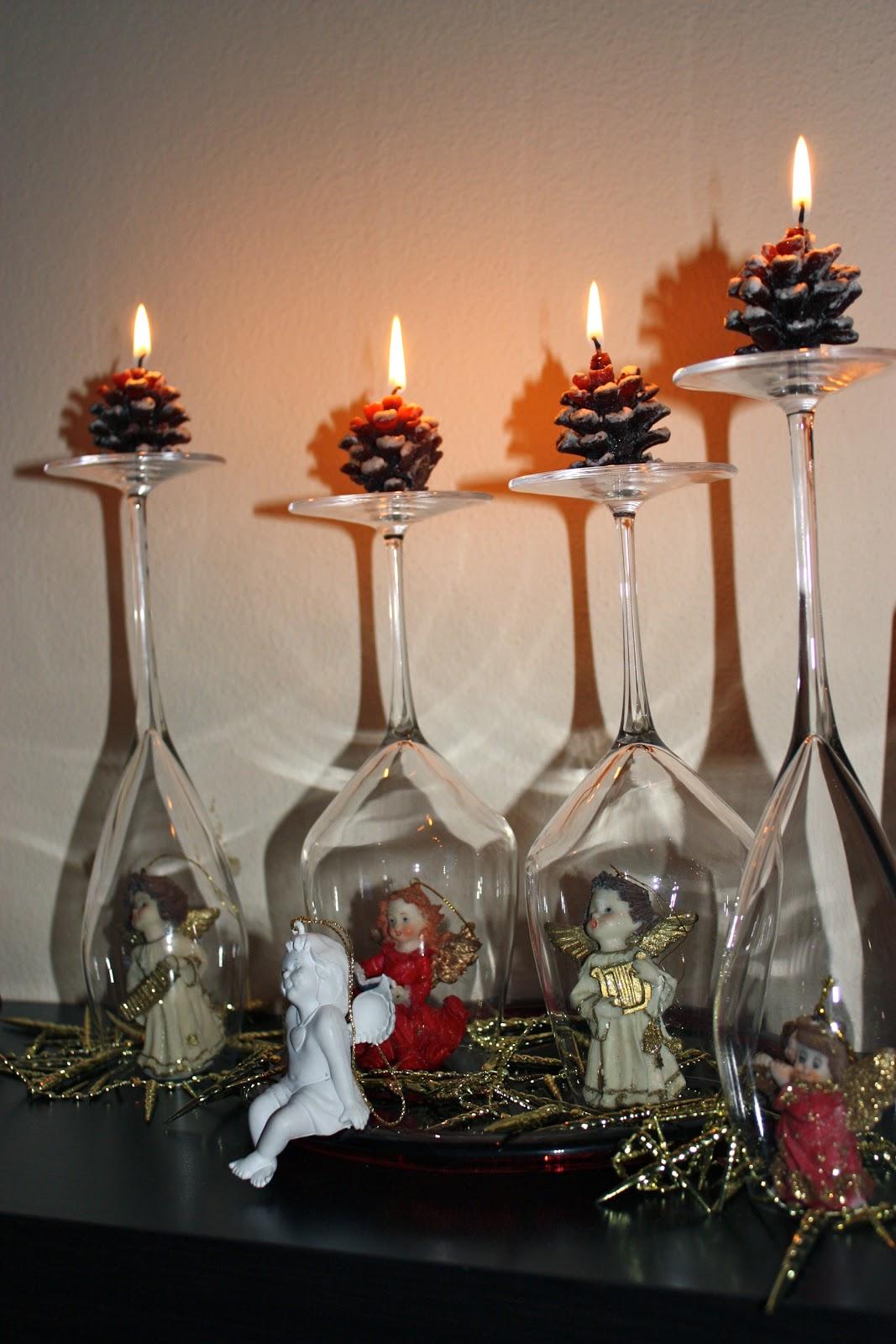 Bambino Di Mamma Per Tavola Di Natale Bicchieri Rovesciati