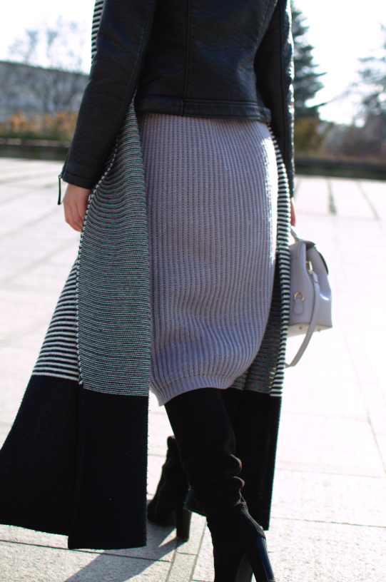#winterlook #winterstyle #wooleskirt #fashion #inspiration #badura #dlugiekozaki #spódnicazimą #zimowastylizacja #maxiscarf #longscarf #topshopskinjacket