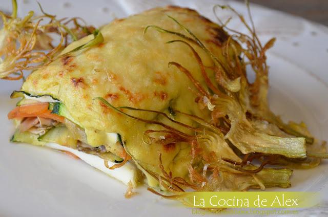 Milhojas De Verduras Y Queso Fresco Con Bechamel De Curry Y Crujiente De Alcachofas