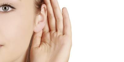 listening-girl-listening-some-gossips-or-some-talk-http://www.woobleweb.com/