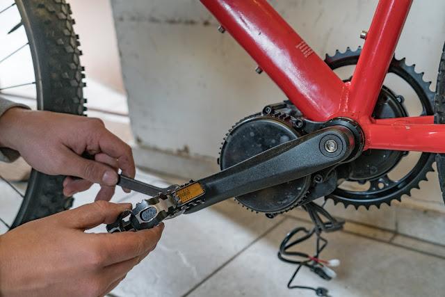 E-Bike-Umbau So baust du dir dein eigenes E-Bike mit Mittelmotor  DIY E-MTB Anleitung zum E-Bike Umbau mit Bafang BBS01 Mittelmotor E-Bike selber bauen aus altem Mountainbike 24