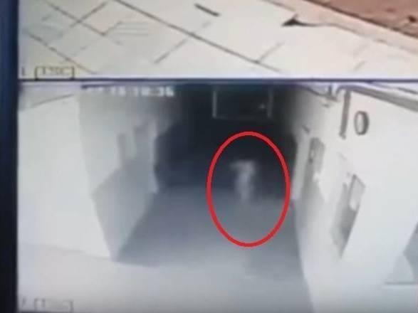CURIOSIDADES - Suposta assombração é flagrada por câmeras em delegacia