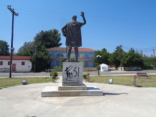 Θύμα βανδαλισμού το άγαλμα του Φιλίππου Β΄ στην Μεθώνη Πιερίας.