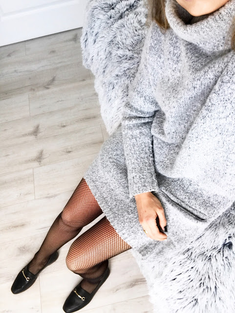 Sweater dress fishnets a'la Gucci shoes fishnet tights cygaretki rajstopy trends trend 2017 trendy tights sukienka sweterkowa sweter Guess wiosna moda modowy outfit buty mokasyny czarne