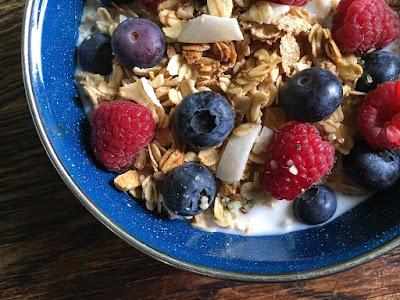 A müzli tejjel, joghurttal és gyümölccsel is finom