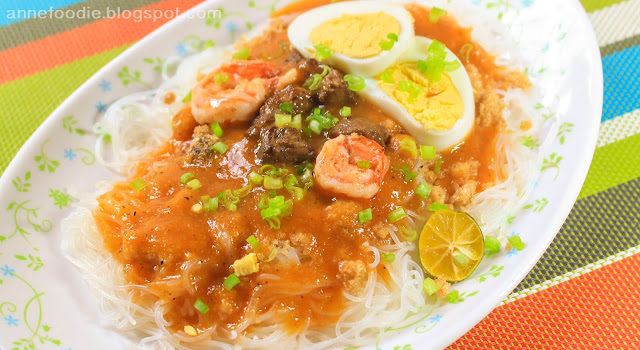 This picture is a copycat of Jollibee Palabok.