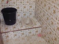 Kamar mandi - ruang tengah Bungalow 1