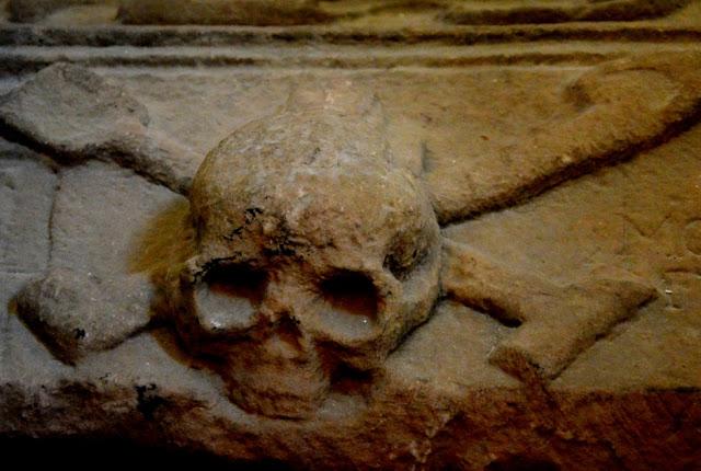 ALWAYS LOOK AT THE BRIGHT SIDE OF DEATH (2): STRAFFE VERHALEN UIT SCHOTLAND