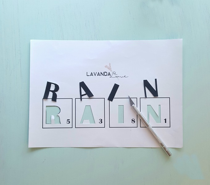 como troquelar una plantilla de la palabra rain