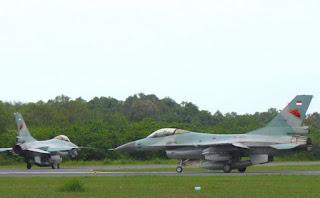 F16 TNI AU sepulang dari tugas memperingatkan Hercules Malaysia