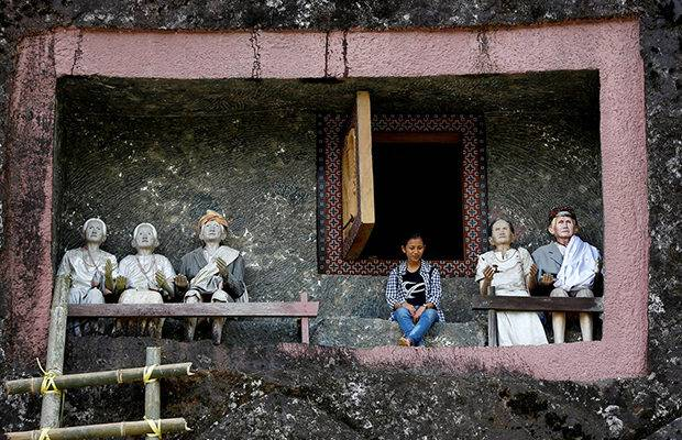 Residents of the Tana Toraja region on the Indonesian island of Sulawesi regularly visit their deceased relatives to talk about family matters and tell news from the world of the living.