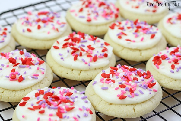 Copycat Lofthouse Sugar Cookies from Two Twenty One