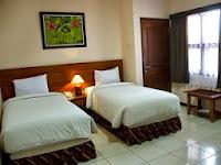 deluxe room atrium resort hotel