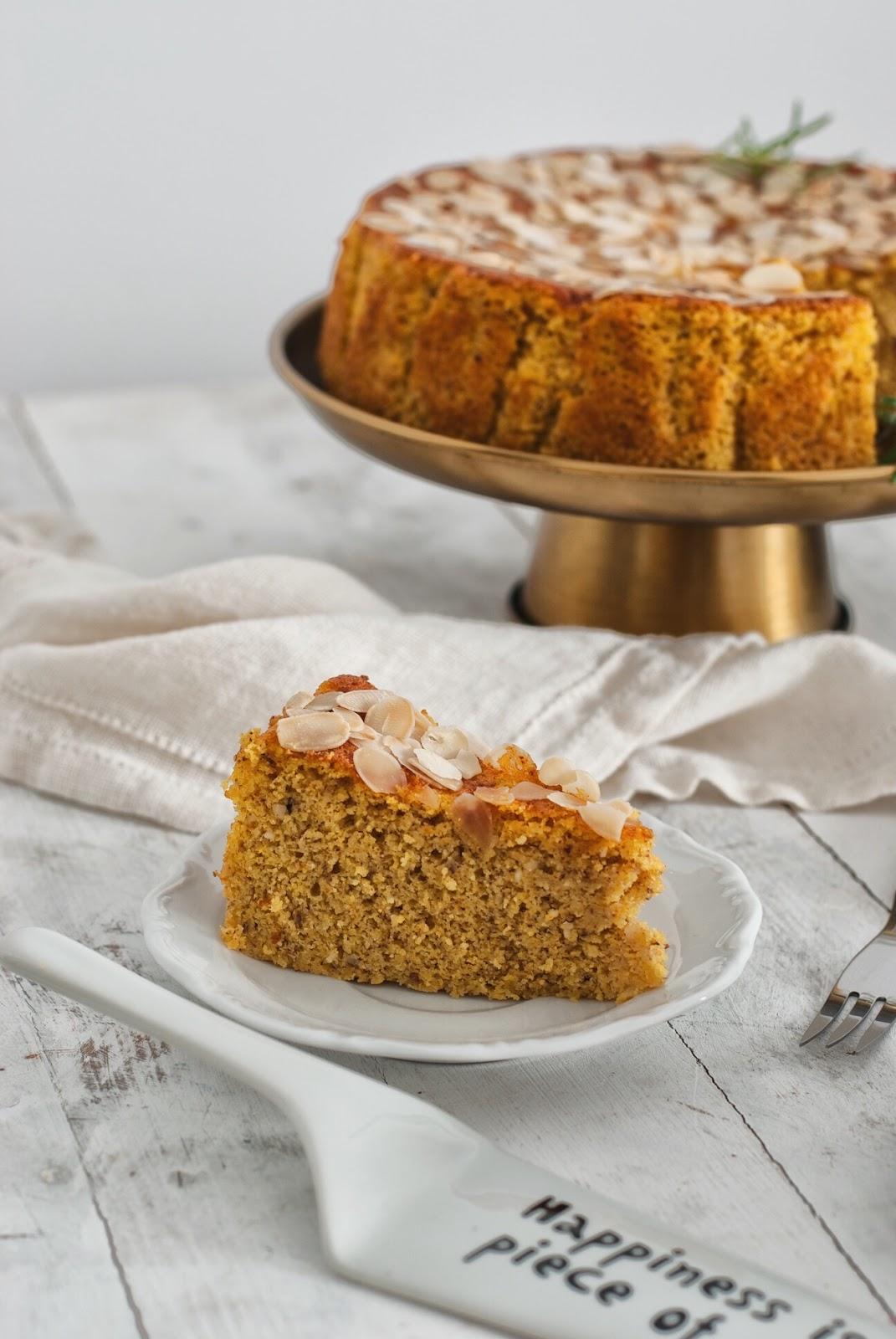 Wilgotne ciasto pomarańczowo migdałowe
