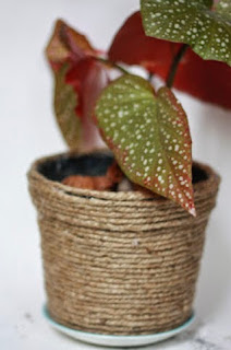 http://translate.google.es/translate?hl=es&sl=auto&tl=es&u=serendipitychild.blogspot.co.uk%2F2012%2F04%2Feasy-up-cycled-plant-pot-tutorial.html