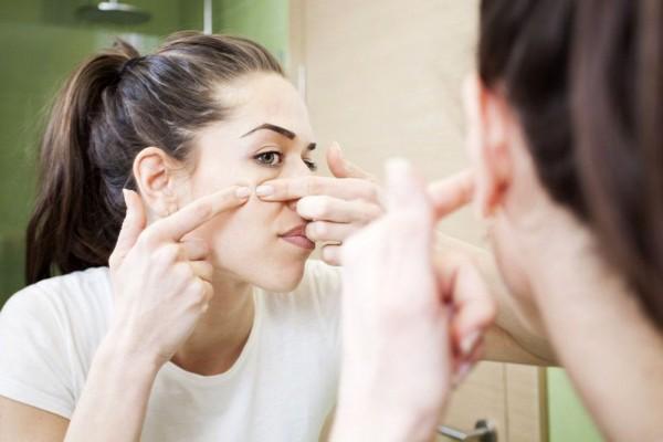 Jangan Pakai 5 Produk Kecantikan Ini Saat Wajahmu Berjerawat