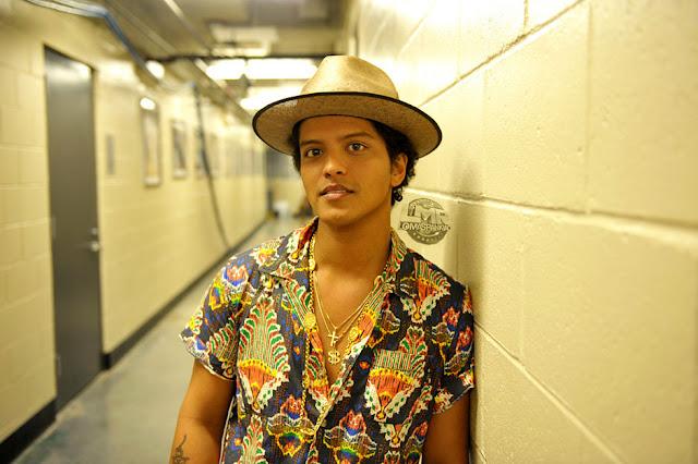 El nuevo single de Bruno Mars debutó en el top 10 del Reino Unido