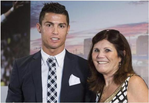 """رونالدو لوالدته بعد إقصاء يوفنتوس على يد أياكس أمستردام: """"ماما، أنا لاأصنع المعجزات"""""""
