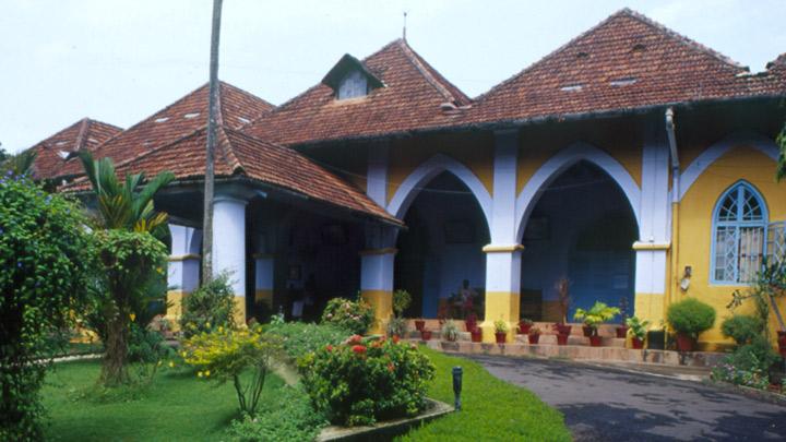 Desde la india 3 monjas al confesionario kerala india for The bishop house