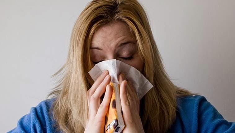 wanita hidung meler