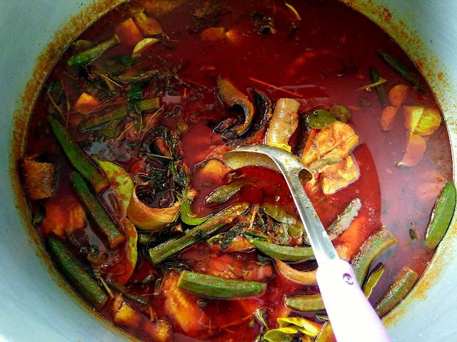 Kedai masak lemak cili padi sedap dan murah di Nilai, Asam pedas ikan pari Nilai sedap